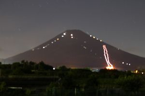 いろいろ写真館~♪♪ 皆さん~おはよう♪  昨夜久しぶりに、富士山山小屋の灯りが見えたので、早速準備し行って来ました。