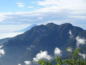いろいろ写真館~♪♪ 皆さん~おはよう♪  此方は、冷たい雨降りです。  撮りためた甲斐駒ヶ岳(2.967) 遥か彼方に富