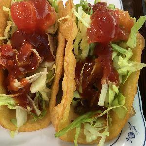 tacos 許田の道の駅で食べたやつ。 具が多くて、食べ応えありました。 サルサソースと、お子様向けか、ケチャッ