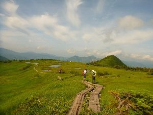 山に登ろう 天気が毎日 よくありませんね~ でも せっかくの夏休みですから その合間を見つけて 苗場山に 行って