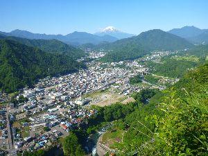 山に登ろう 大月の 岩殿山に行って来ました。空気が乾燥していたのか 遠方に富士山もクッキリ♪ 気持ちのいいハイキ