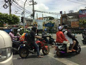 """バイク屋の業務連絡とか&言いたい事!トピ タイのバンコクに7/29に移住してきました。  今回店の片付けには、前BOSSの""""得点さ"""