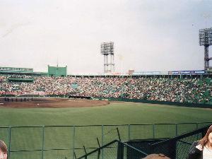 九州の近鉄ファン大集合 90年代前半の本拠地。  1995年3月の阪神VS読売戦というレアなカードで撮影。