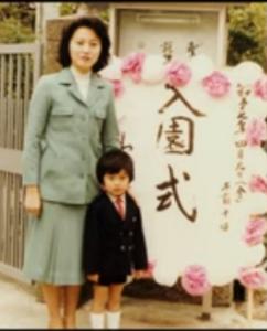 眠れない夜を数えて 私の元彦チャンカワイイ😻🥰 ママもすごく綺麗な人✨ 元彦チャンはママに似たのかなぁ?