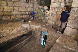 株全般についての研究  同氏はこれらの部屋は古代ローマ時代初期にまでさかのぼるもので、このような構造物は当時のユダヤ人都市