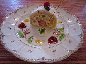 ケーキや いちごのロールケーキ (*^_^*) お花の絵が可愛い♪  う~ん ケーキは、あまり食べたら、ダメな