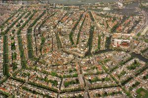 ベネチア 感動の町 同じく、水の都、アムステルダムのおもいでです。  ブログ、チェルト君のパパに、「アムステルダムと聞く