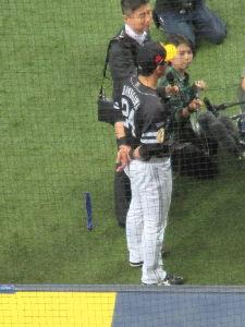 ★☆ 関西鷹ファン大集合! ☆★ 今季、屋根付き大阪球場(京セラドーム)での初観戦です。  いきなりここまで無敗のバンデン様が2ランを