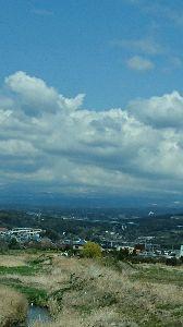 白い紙に 適当に書き込みを・・・ お早うごいます。  今、新幹線の中です 富士山は曇の中です。  仕事をして時間が有れば 展覧会へ
