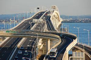 2文字しりとり 【木更津】    千葉県中西部にある人口約13万人の市。  川崎市と海底でつながる東京湾アクアライン
