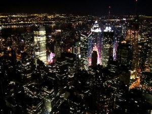 2文字しりとり [摩天楼]  高層ビル街 摩天楼といえば、ニューヨークでしょうか  つぎは「ろう」