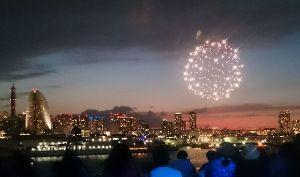 9984 - ソフトバンクグループ(株) >この季節の横浜。大好き。 花火の写真を進呈しよう。