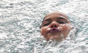 5304 - SECカーボン(株) 25日線の上に出るとすかさず叩き落される感じ。  25日線を水面と考えると、溺れる寸前まで顔面を押し