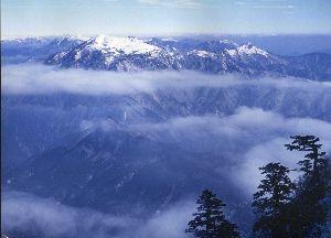 ☆☆岡山の山、大好き☆☆ ゆきざささんそのとおりです。 三脚は基本のキですが、なにをかくそう私は山はおろか平地でも脚はつかって