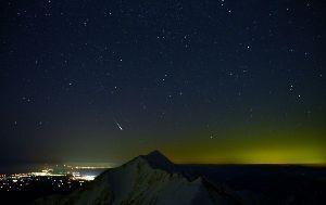 ☆☆岡山の山、大好き☆☆ 今晩は。  HIDE さん今年の写真展は何時ですか?   大山に流れ星が落ちる?