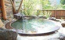 一人温泉したいな ええんとちゃう? 沖縄の人って、お風呂に入る習慣がないので、人前で裸になるのに抵抗感あるそうですが、