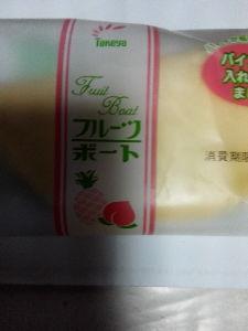 お菓子大好き^^;? ファミマですにゃん🎵  ラブの今日のおやつは…  フルーツボードですにゃん(^O^)