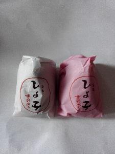 お菓子大好き^^;? あっ(^O^)  美味しそうですにゃん(^_^)🎵  ラブも食べて見ますにゃん(^O^)  ラブもチ
