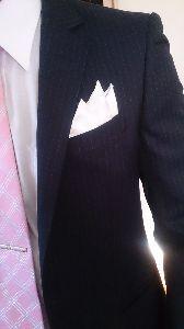既婚の扉 こんばんは。 こないだ息子が結婚式に呼ばれてスーツ着たら、おとうさん上着のポケットのところに 入れる