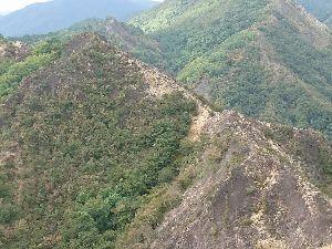 栃木百名山 出川源頭岩峰群 ひっさしぶりに出川源頭岩峰群に行ってきました。 もう20年以上も前に見つけたとっても