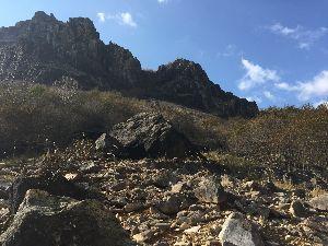 栃木百名山 先日ジャンダルムに登りました。もちろん本家ではなく足尾の方です。岩で遊ぶのはとても楽しく幼かった頃の