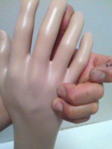 風邪で咳きが止らなくてお困りの方へ 手と足に存在する骨上のツボは自律神経の総合中枢である支障株を活性化させる??? のか、とにかく風邪を