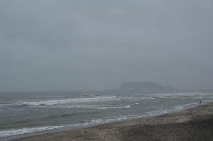 息抜きしませんか? 今日は海までチョコット!  電気自動車のテスト走行(大雨の中(^-^;)  今日も台風接近中!!!