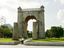 がんばれ江田新党 歴史から葬り去られた門があります。             その門を、朴クネ大統領は民族のために再建