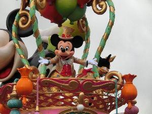 高校入学・・・その後 ディズニーから帰りました  今回の奇跡の一枚はミッキー   インフルはたいへんだよね  具合はどうで