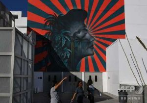 反省しない日本、容赦しない韓国  旭日旗に類似、韓国系米国人団体の抗議で壁画消去 米LA  AFP=時事 米カリフォルニア州ロサンゼ