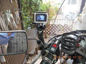 オジンライダーの広場 今朝はバイク用のカメラを取りつけ場所を変更しました。 ハンドルの左側にカメラとリモコンを纏めました。