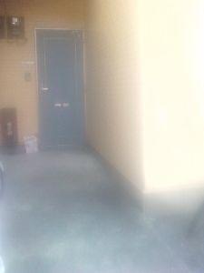 玄関ドアだけが右上に傾いた違和感、感じる入り口 栃木県鹿沼市 宇都宮市よりの 2Fアパートの1Fが何故か502号室になっていた理由とは? 栃木県宇都宮市