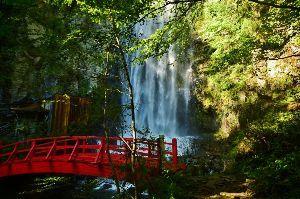 趣味お持ちの方  今晩は。  御嶽山、乗鞍岳に行く途中の滝。  清滝