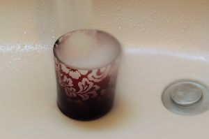 趣味お持ちの方  こんにちは!  さわさんのマネをして水を撮ってみました。でも失敗。洗面所の電気、付けないとシャッター