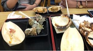 4565 - そーせいグループ(株)  >鰹の塩たたきが絶品です   ↑ お寿司さま の今日のランチはこれだよ ふたりまと