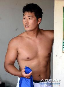 2015年5月28日(木) 阪神 vs 楽天 3回戦 オスンファンの肉体