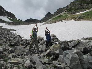 山に登ろう!! 上高地から7時間半。  ようやく槍ヶ岳の山頂が見え始めてきました!  天を突くその姿!  巨大なピラ