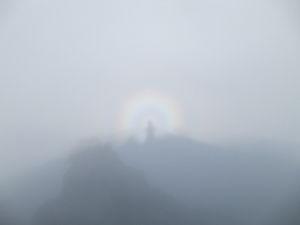 山に登ろう!! 槍ヶ岳の山頂ではブロッケン現象も出ましたよ!  初めての体験でした!   ↓おいらのブログ