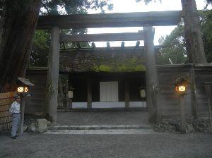 4681 - リゾートトラスト(株) 伊勢神宮の内宮に行った後、外宮に行った時の写真を紹介しておきます。この頃には薄暗くなっていて、その後