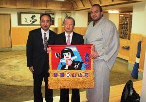 生き物山手線ゲーム 7.熊  また外国出身力士ですが、今年引退した大砂嵐金太郎が現役当時、静岡の小山町から贈呈された化粧