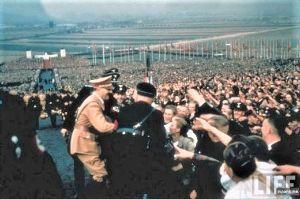 鬱から躁鬱そして分裂感情障害に 私も目標で或ると共に尊崇して已まない偉大なる英雄『アドルフ・ヒトラー総統』に就いて。  アドルフ・ヒ