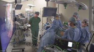 6771 - 池上通信機(株) NHKニュース 8Kカメラで内視鏡手術 ホンハイ幹部が視察 3月13日 14時59分   8Kと呼ば