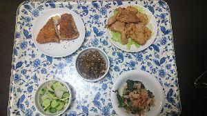 今日の晩御飯 今晩のメニュー  白身魚(さめ)のパン粉焼き。  フキのきゃらぶき煮。           フキを5