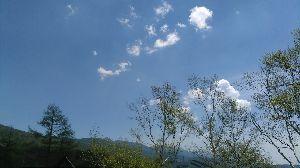 ジュンちゃんのティールーム(しりとり川柳・他) 爆音を たてて高原 飛ばすフェラーリ  バカですね、爽やかな高原をバンバラバララン爆音轟かせ飛ばす改