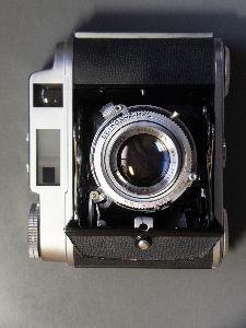 フィルムカメラ(マニュアルフォーカス)がカッコいい! 本日わが家に嫁いで来ました。綺麗なPearlⅣで動きもスムーズ、二重像もスッキリ見えます。早速400