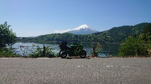 ZX-7R(RR)乗り お久しぶりです♪私は富士山へツーリング行って来ました。連休の中日が雨だったので3日で下道の疲れるルー