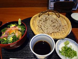 うどん・きしめん・パスタ・蕎麦 料理屋さんのお蕎麦  兵庫県内の山歩きを趣味とされる人々にバイブルか教科書みたいに参考にされているウ