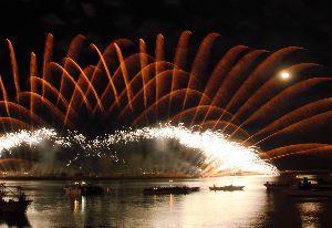写遊人 24日に桑名水郷花火大会が開催された。満月と重なり迫力満点でした。