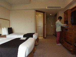 新 40代の休憩所 また、足が棒になったよ~!!  日曜・月曜と2日間連続で東京を案内したけど JRやメトロの石段を登っ