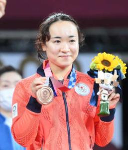 9504 - 中国電力(株) >それくらいの枚数ほっとたらええやない   オリンピックでも観戦して、気を紛らします。